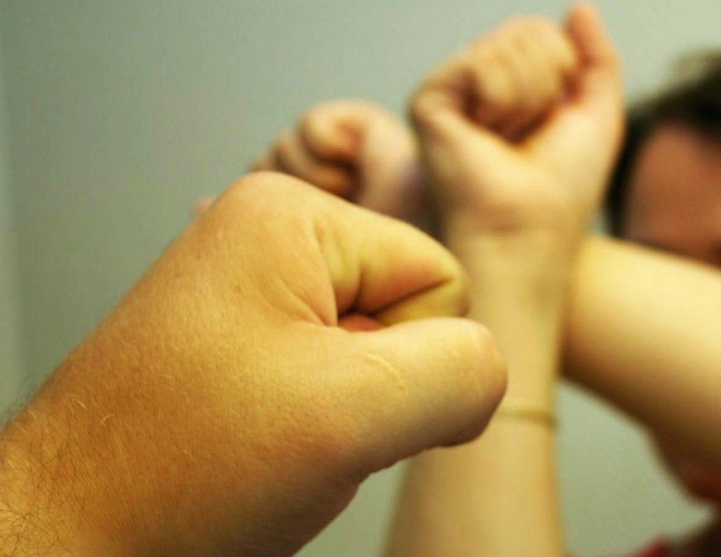 Mange opplever vold i nære relasjoner . Det ønsker Krisesenteret i Mosjøen å gjøre noe med.