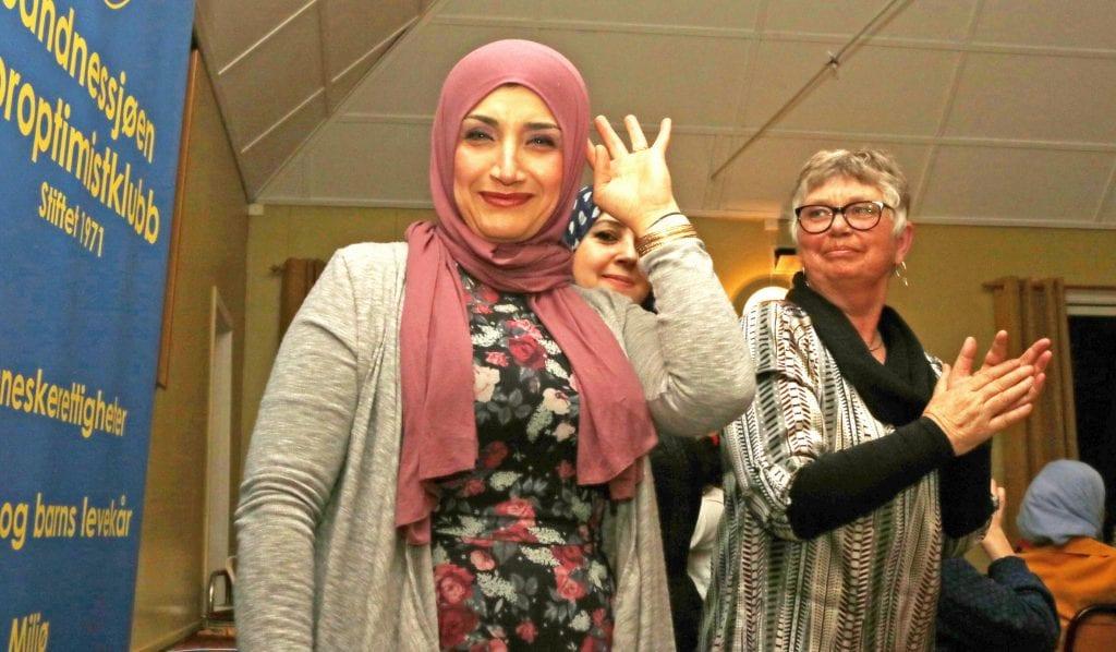 Nærmere hundre personer møtte opp på markeringen av Kvinnedagen i Sandnessjøen.