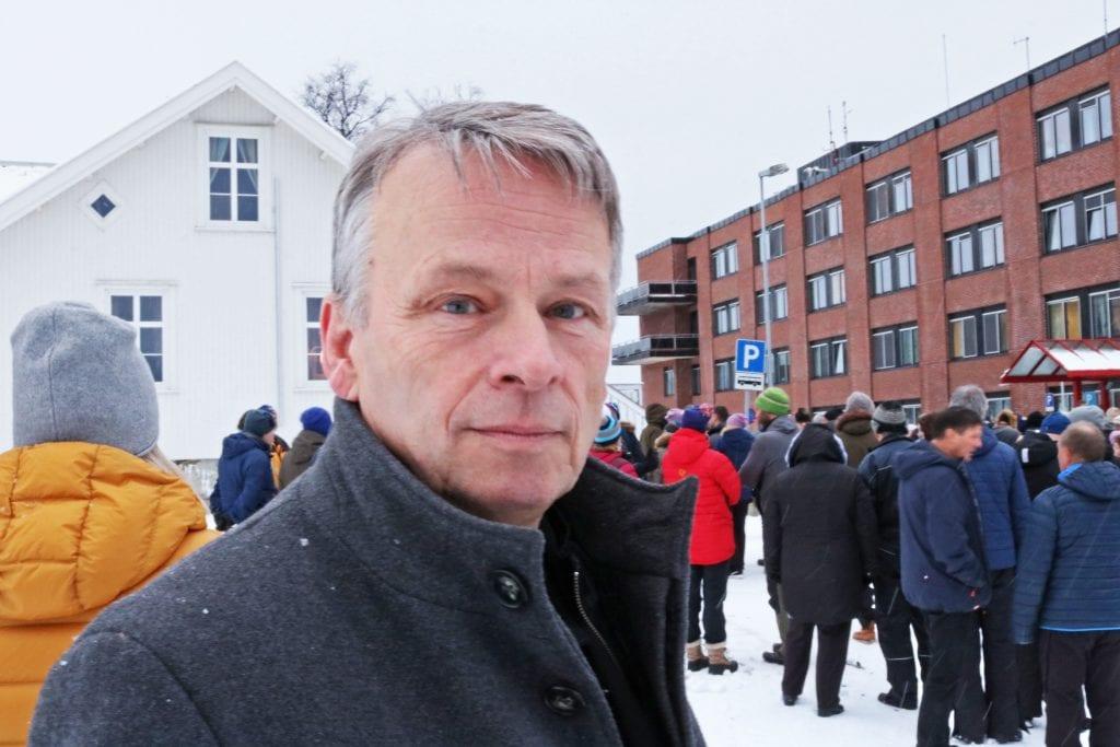 Listetopp Arne Langset kan ikke tenke seg ei framtid uten sykehus på kysten. I Sandnessjøen.