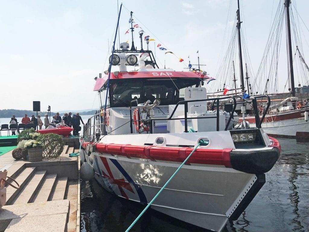 Den nye redningsskøyta er døpt. Snart skal den ut på presentasjonstur. Da er Mosjøen eneste anløpshavn.