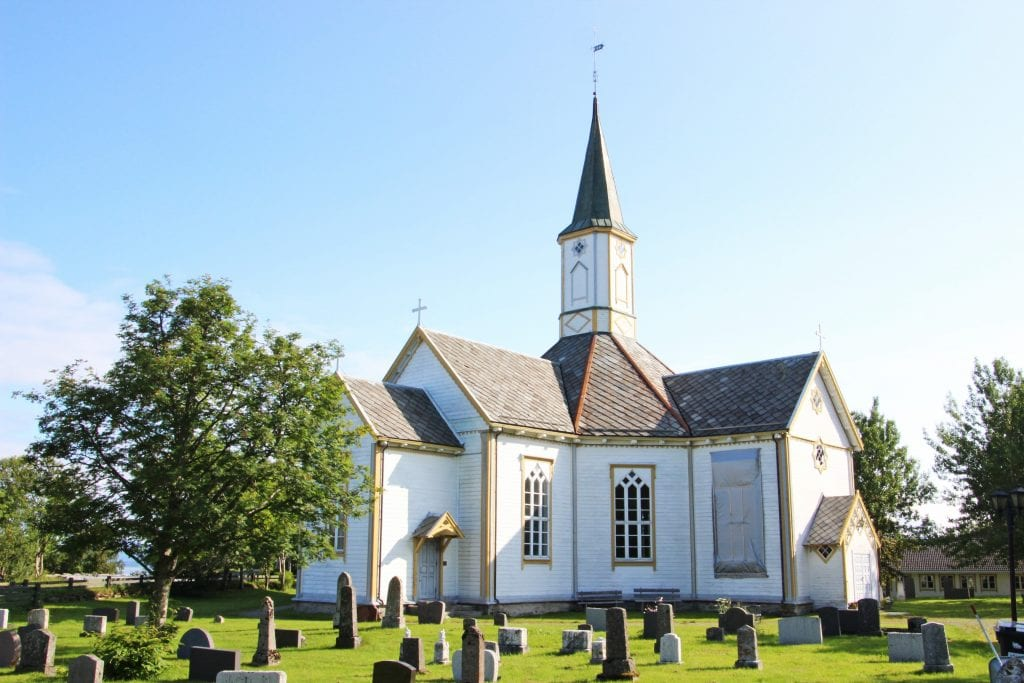 Sandnessjøen kirke trenger mer enn maling.