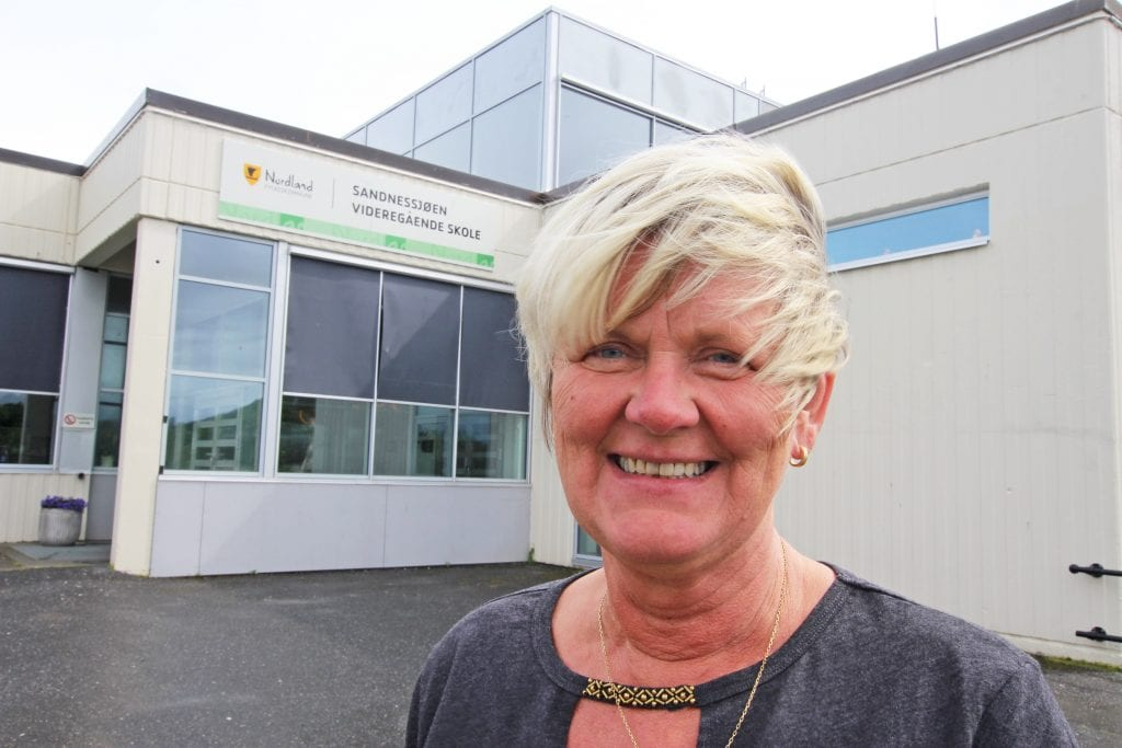 Rektor Sissel Merete Høberg gleder seg over at en stor del av elevflokken gjennomfører og består .