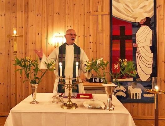 Feil med en del til varmeanlegget førte til at søndagens kveldsgudstjeneste i Sandnessjøen kirke måtte flyttes til menighetssenteret.