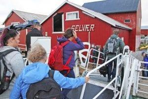 Hurtigbåten Helgeland anløper Selvær. Hvis det nye ruteforslaget blir vedtatt, blir det bare hurtigbåtanløp av øya sommerstid.
