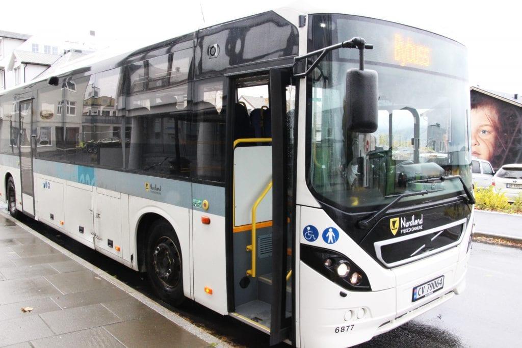 Forslaget til nedskjæringer vil i praksis bety ei avvikling av bybussen, mener alstahaugpolitikere, og protesterer mot utspillet.