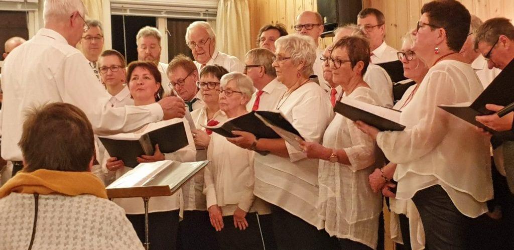 To kor sørget for trivelig samling i Sandnessjøen søndag ettermiddag.