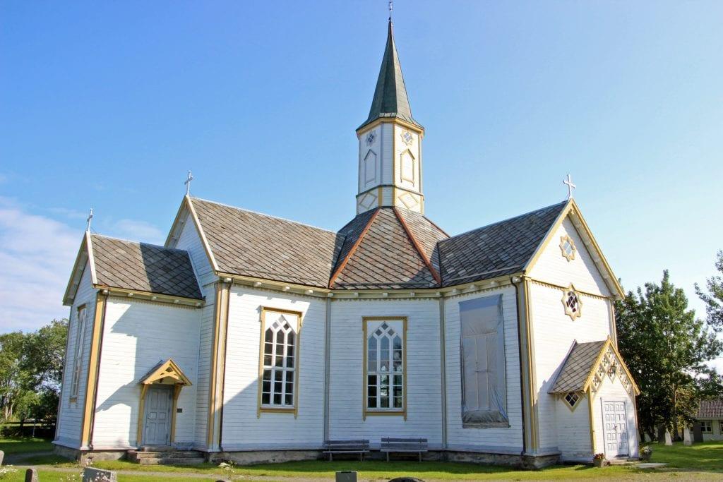Sandnessjøen kirke skal renoveres. Nå har biskopen gjort det klart at hun godkjenner planene, så lenge arbeidet skjer i tråd med Riksantikvarens føringer.