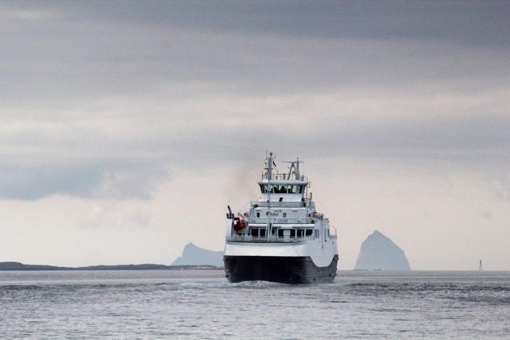 Lurøy formannskiap er langt fra fornøyd, selv om fylkesmyndighetene til en viss grad har snudd i spørsmålet om billettpris på ferjer.