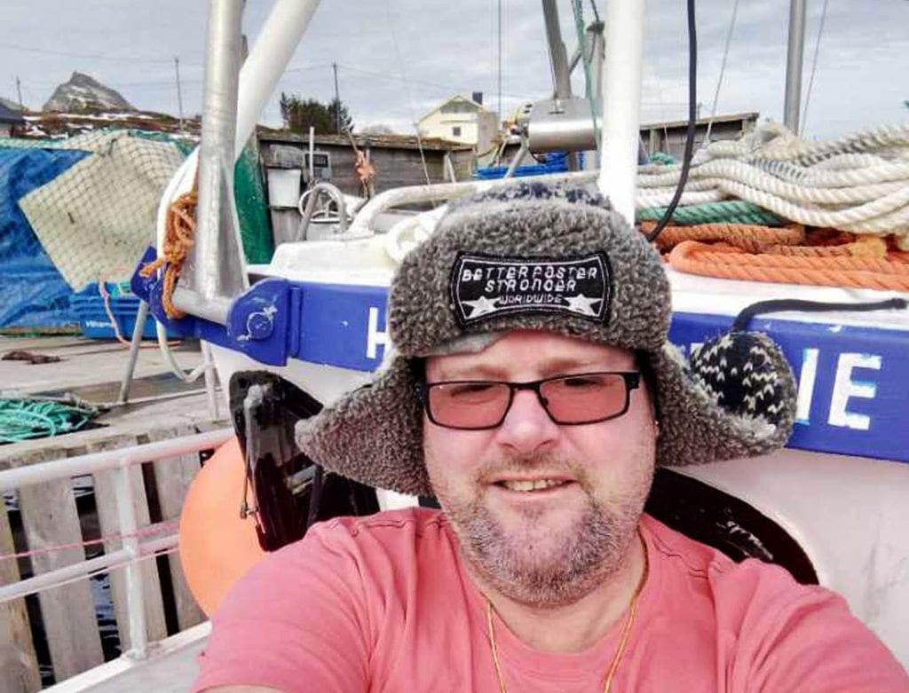 Trænværinger som har deltatt i lofotfisket, må i karantene når de kommer hjem. Noen av dem har valgt å tilbringe karantenetida i båten.