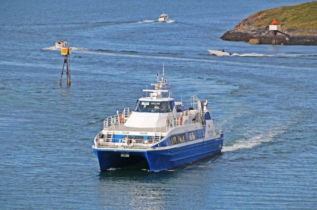 Samferdselsutvalget i Alstahaug ser positivt på muligheten for flere, ukentlige hurtigbåtturer mellom Sandnessjøen og Brønnøysund.