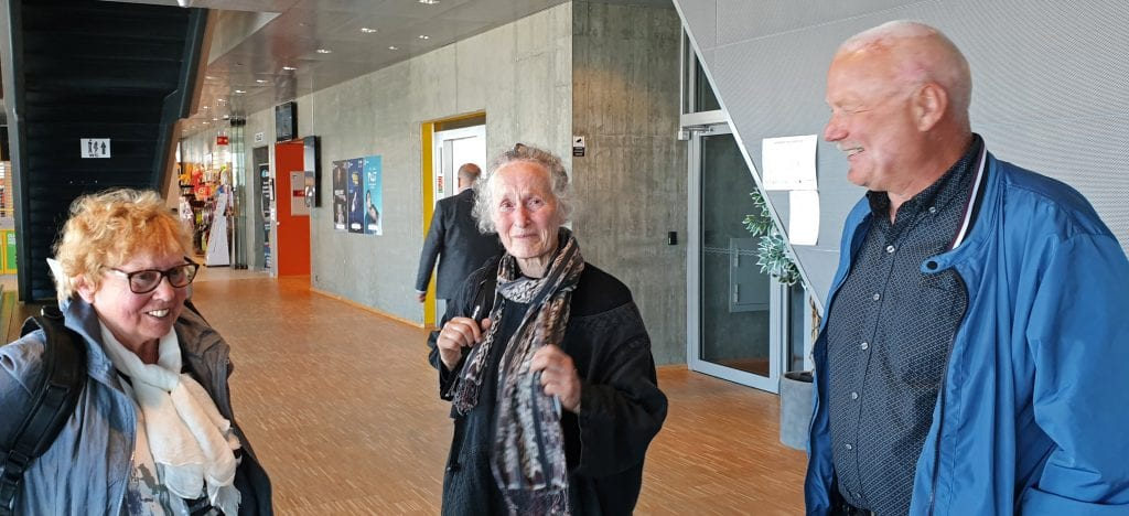 Kari Aamodt tørket tårer etter at et flertall i fylkestinget stemte ned forslaget om at hurtigbåten fortsatt skal gå til Nord-Solvær.