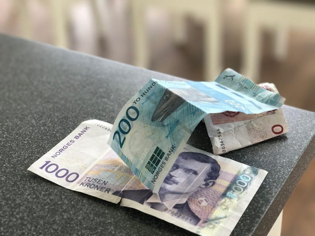 DNB forlenger avtale. Det blir mulig å ta ut kontanter i Post i butikk eri stund til.