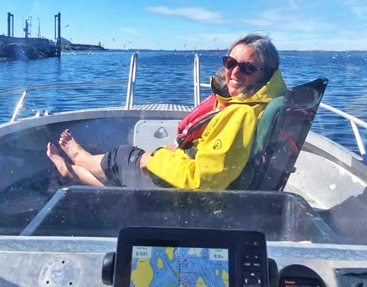 Træna skal ansette ny rådmann. Tirsdag vedtok kommunestyret å tilby Torild Fogelberg Hansen fra Tønsberg stillingen. Hun er godt kjent i det som kan bli hennes nye hjemkommune, ekteparet Hansen har nemlig feriested i Selvær.