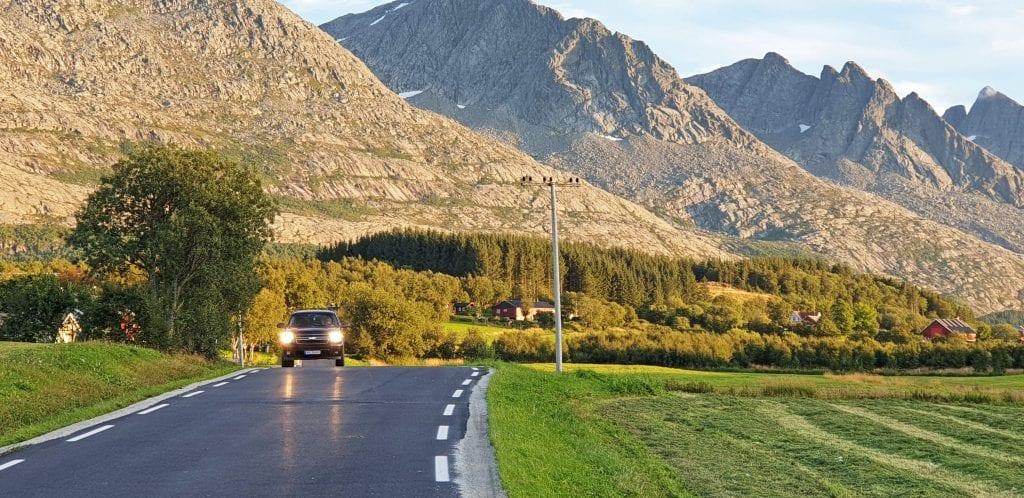 Markvollveien har fått ny asfalt og ny veimerking i løpet av de siste dagene.