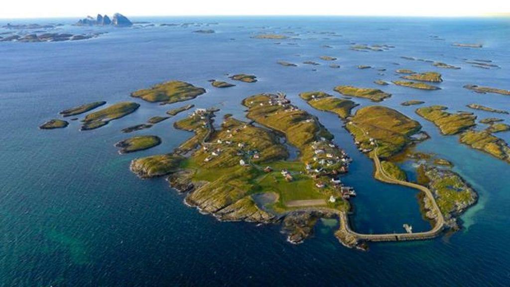 Selvær er et aktivt fiskevær, men sliter med nedgang i folketallet. Nå satser innbyggerne på å rekruttere nederlendere til øya.