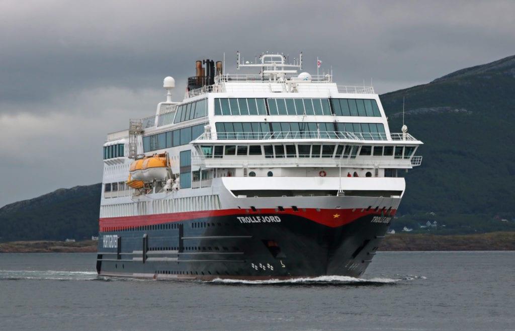 Koronarestriksjoner gjør at Hurtigruten avlyser planlagte anløp av Træna i 2021.