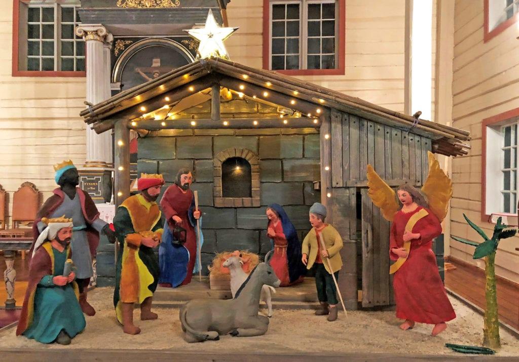 Lurøy kirke har fått sin egen julekrybbe.
