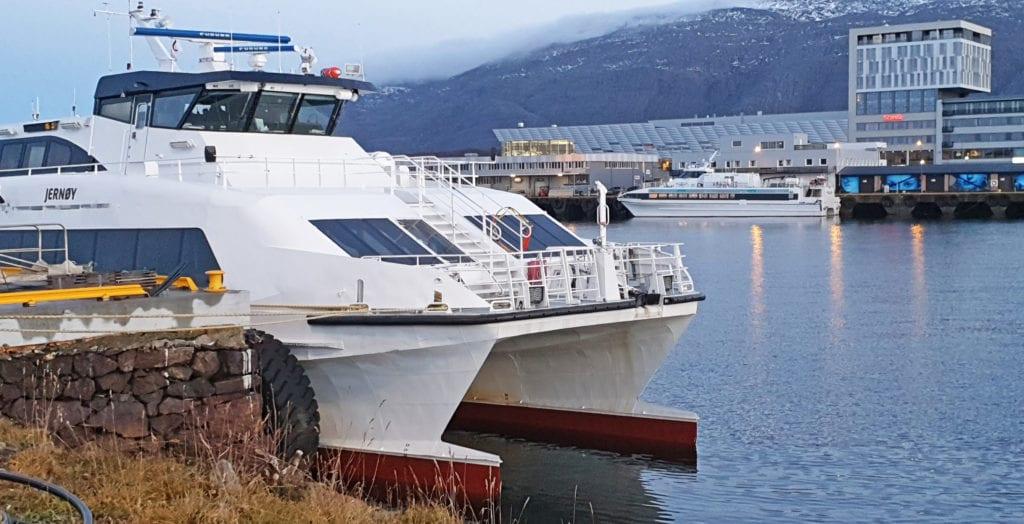 """Nordland fylkeskommunes nye hurtigbåt, """"Fredrikke Tønder-Olsen"""" er forsinket fra verftet."""