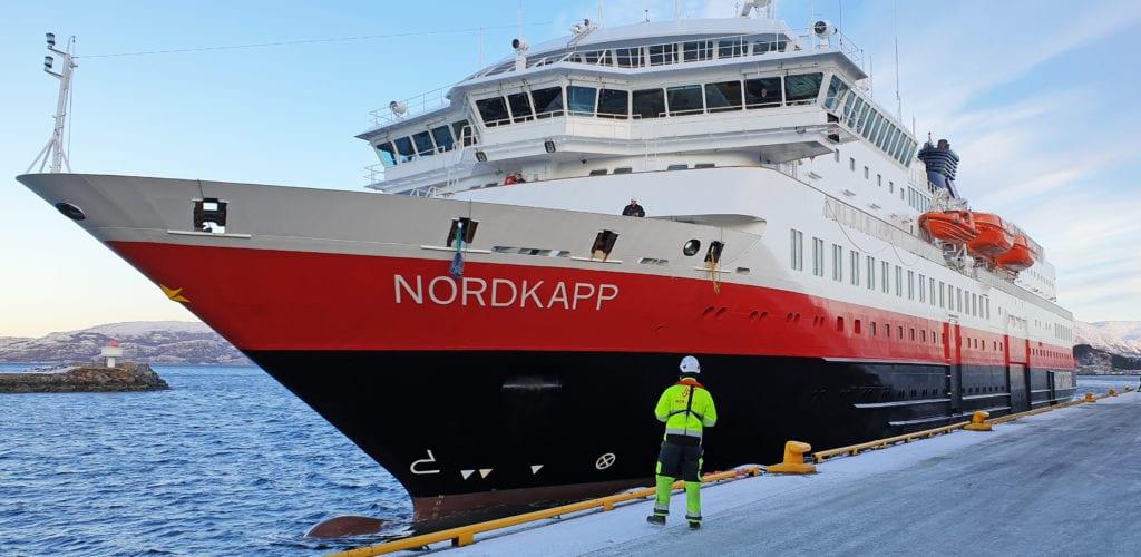 Hurtigruta har foreløpig satt inn fem skip mellom Bergen og Kirkenes.