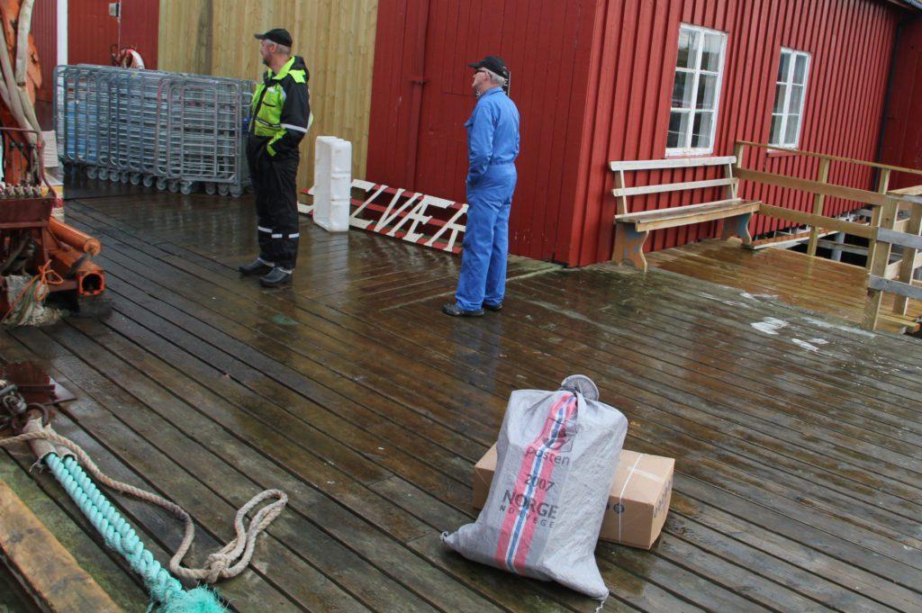 Selvær får bare post ei gang i uka. Det skyldes at Posten ikke får beskjed om ruteendringer og operatørskifter.