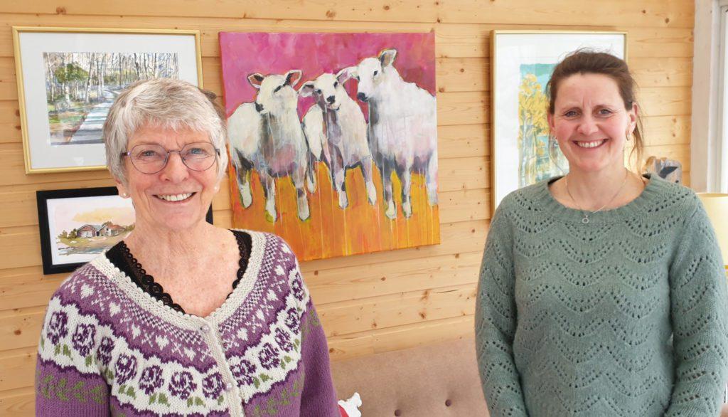 Anne Liland Sørra og Guri Holthe vil ha flere til å engasjere seg i Sandnessjøen og Omegn Turistforening