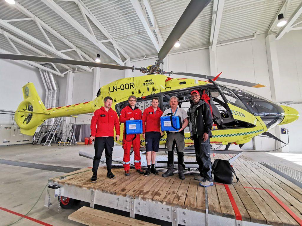 Samarbeid har ført til at ansatte på ambulansehelikopteret og fødestua i Brønnøysund nå er sertifisert for å foreta blodoverføringer eller blodtransfusjoner.