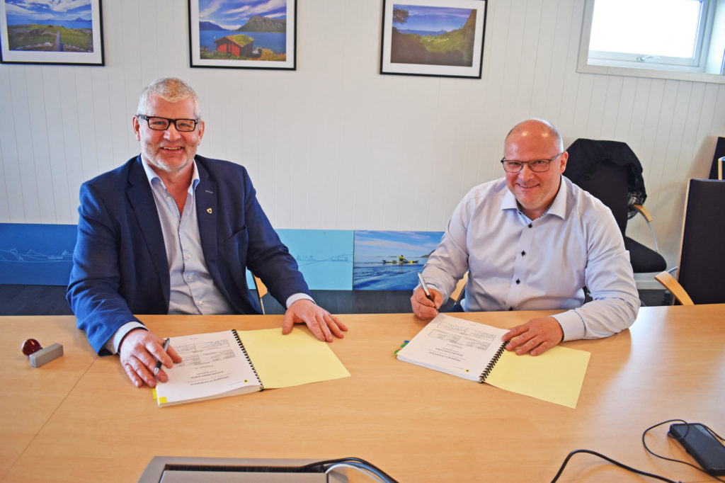 Kontrakten er underskrevet. Nå er det ganske snart klart for fiberutbygging i Lurøy.